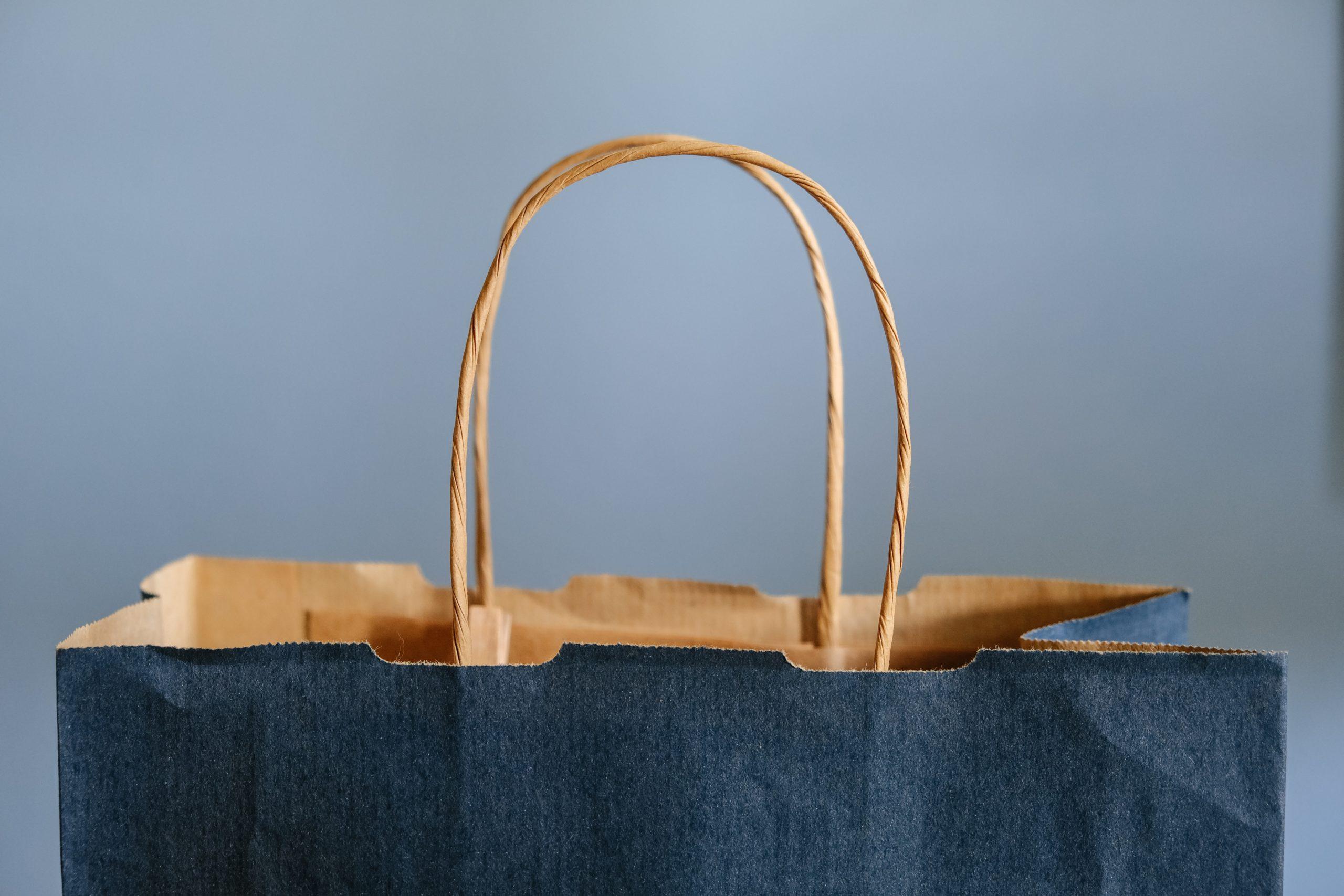 Einkaufstasche, Foto von Lucrezia Carnelos auf Unsplash